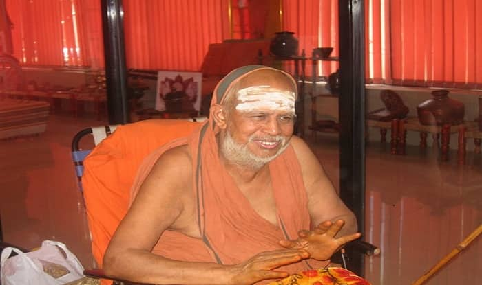 Sri Jayendra Saraswati hospitalised after complaining of breathing problem