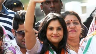 Actor Ramya faces protest in Mangalore for 'Pakistan is not hell' remark, her convoy attacked with eggs (Watch Video)