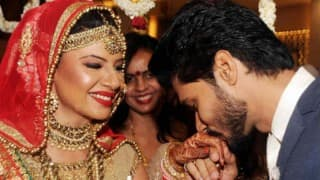 Sambhavna Seth shares cute picture with husband Avinash Dwivedi on their one month anniversary!