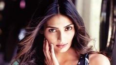 athiya shetty will do web series | वेब श्रृंखला में…