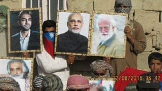 Balochistan freedom fighters hold pictures of Narendra Modi with Baloch martyr during protests (Watch Video)