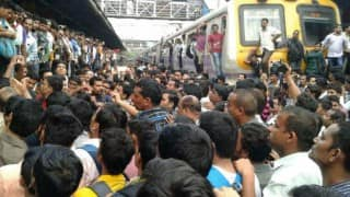 Mumbai locals: Logjam at Central line as commuters erupt in protest over delay in trains