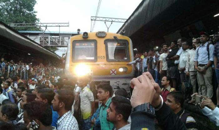 Mumbai locals: Central Railway line disrupted due to rail fracture between Dadar and Matunga, trains running slow