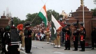 बीटिंग रिट्रीट सेरेमनी के दौरान पाकिस्तानियों ने भारतीयों पर फेंके पत्थर