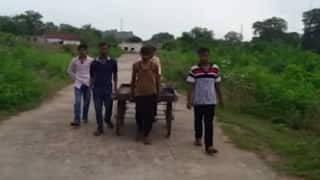 Youth carries father's body in hand cart; video goes viral