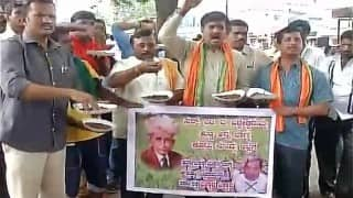 Cauvery row: Pro-Kannada outfits protest in Mandya; eat mud ahead of Supreme Court hearing