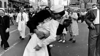 Nurse kissed in iconic World War II photo dies