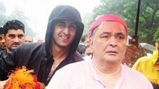 What? Ranbir Kapoor looks on as Rishi Kapoor & Randhir Kapoor fight with reporters at Ganpati Visarjan 2016 (Video)