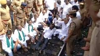 LIVE Tamil Nadu bandh today: Police crackdown on protesters; DMK, VCK hold 'rail roko' in Hosur