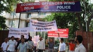 अप्पू घर घोटाला: आरोपियों के खिलाफ़ FIR दर्ज़ न होने के विरोध में EOW दिल्ली पुलिस के दफ़्तर के बाहर शांतिपूर्ण प्रदर्शन