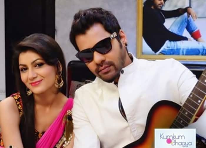 'Kumkum Bhagya' Episode 663-Purab makes Abhi and Pragya meet again!