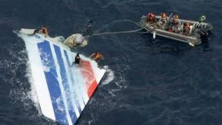 Mozambique shows 3 new pieces of suspected MH370 debris