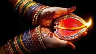 Diwali 2018: Top Ideas to Decorate your House With Diyas, Lamps, Colorful Lights and More On This Diwali