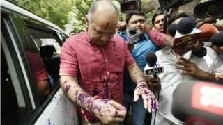दिल्ली: उपराज्यपाल से मिलने पहुंचे डिप्टी CM मनीष सिसोदिया पर फेंकी गई स्याही