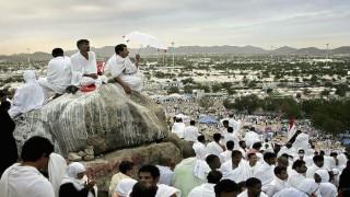 Hajj 2016: 1.5 million Muslims gather at Mount Arafat to offer day-long prayers