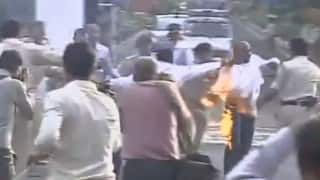 Caught on camera: Man tries to immolate himself, demand arrest of outgoing Madhya Pradesh Governor Ram Naresh Yadav in Vyapam scam (Watch Video)