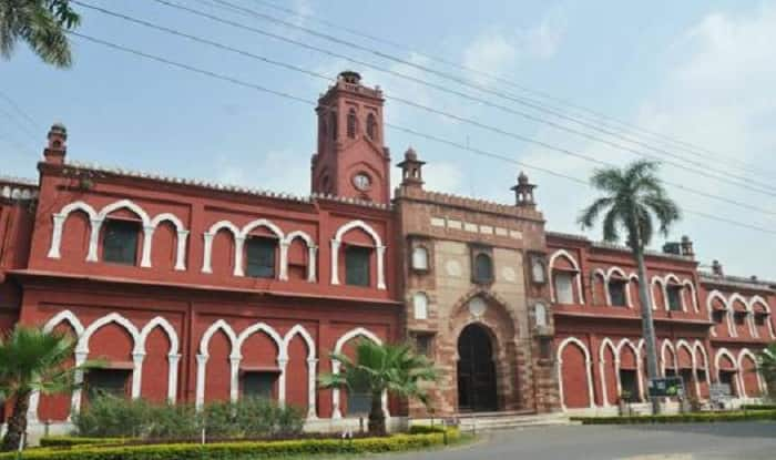 AMU professor dies, as he waits for ambulance for 6 hours