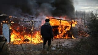 France: 'Page turned' as thousands leave Calais 'Jungle' in flames