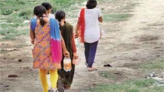 यहां बेटों से ज्यादा हैं बेटियां, कहलाता है 'लड़कियों वाला गांव', फिर भी नहीं हैं शौचालय