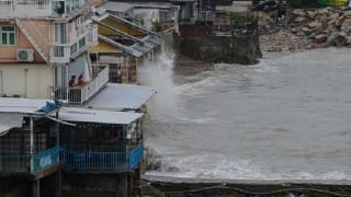 Super typhoon heads for Christmas Day blow to Philippines