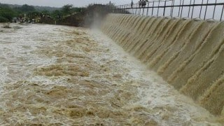 Karnataka: Yediyurappa Seeks Help From Maha CM Fadnavis as Flood Discharge Rises to Dangerous Levels