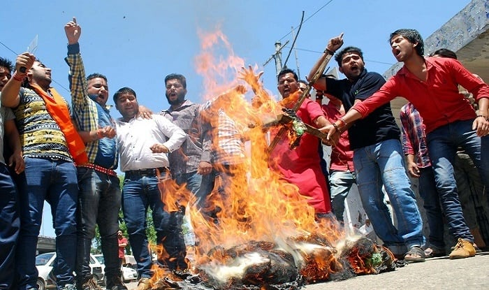 Atheist conclave in Mathura: Hindu, Muslim right-wing groups turn united, launch violent protest