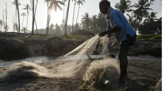 जेलों में बंद भारतीय मछुआरों का सामान लौटा रहा पाकिस्तान