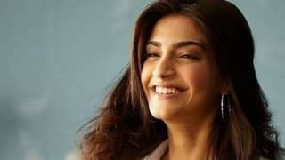 'Sonam Kapoor, I got it wrong: You are super hot!' Shobhaa De tweets to B'town diva