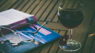Red wine before smoking can offset damage to blood vessels