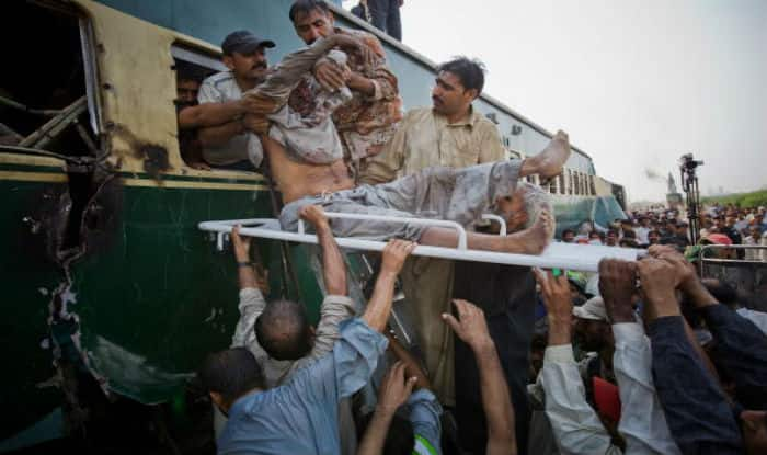 19 killed, 50 injured as trains collide in Pakistan