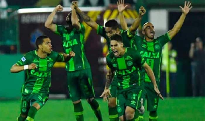 Plane carrying football players of Chapecoense Real from Brazil crashes in Colombia