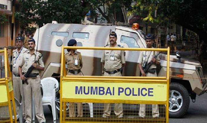 No queue for Mumbai police in bank | मुंबई पोलिसांना दिलासा, बँकेतून पैसे काढण्यासाठी वेगळी सुविधा