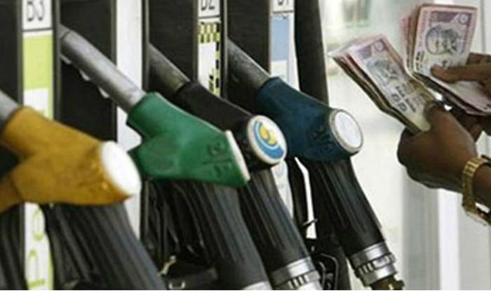 Petrol price hiked and diesel slashed | पेट्रोल 13 पैसे महंगा, डीजल 12 पैसे सस्ता