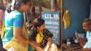Viral photo: Smriti Irani pays Rs 100 to cobbler in Coimbatore for getting slippers repaired (See picture)