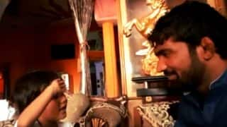 This video of Yogeshwar Dutt with a cute kid singing Jai Hind will make you feel patriotic and nostalgic