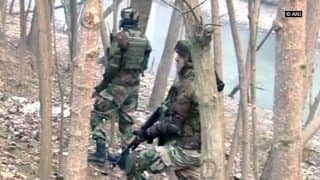 2 LeT terrorists trapped in ongoing encounter in Kashmir's Pulwama; 1 Army Major injured
