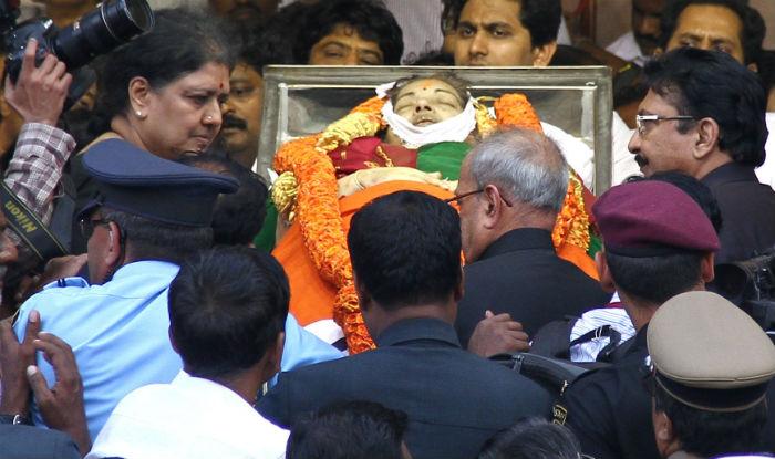 Jayalalithaa's last rites performed on Cauvery