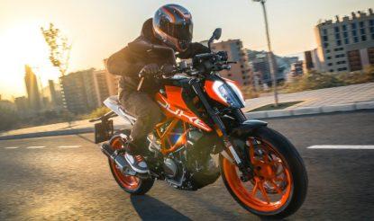 LIVE 2017 KTM Duke 390 & Duke 200 Launch Updates: Get updates on Price, Mileage, Feature & Specification