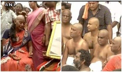 Jayalalithaa no more: People get head tonsured on Marina beach as mark of respect for Amma (Watch Video)