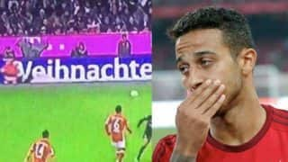 Thiago Alcantara gets festive, passes to 'Santa Claus' during Bundesliga fixture