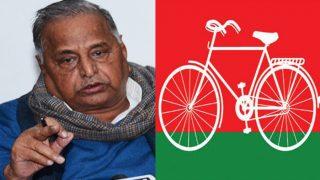 उत्तर प्रदेश: चुनाव आयोग से मिले मुलायम सिंह यादव, कल मिलेंगे अखिलेश यादव