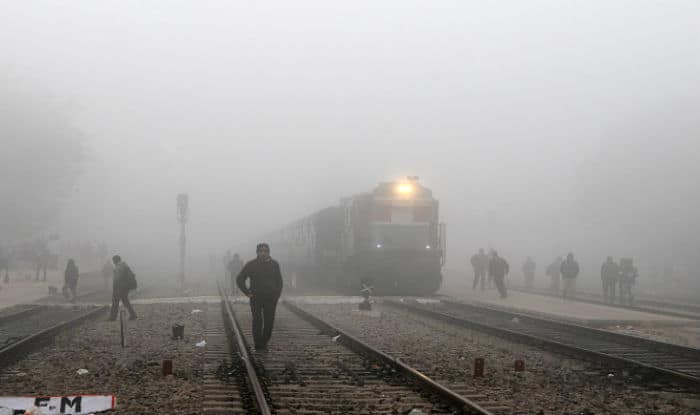 Moderate fog covers Delhi; flight, rail services affected