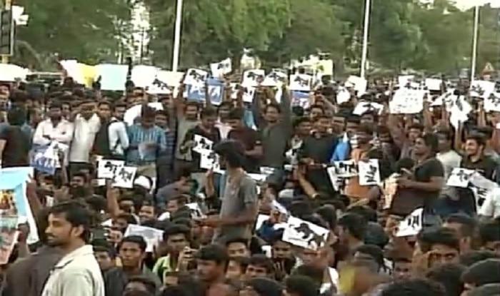 Protest against ban on Jallikattu (image source: ANI)