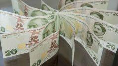 Turkey lira hits new historic lows