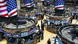 US stocks trade lower amid GDP data