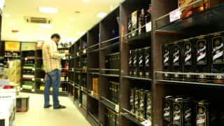 Delhi Govt Asks People Not Rush to Stores, Hoard Liquor As Privately-Run Alcohol Shops Shut Down