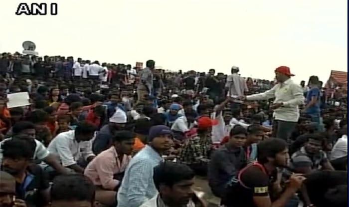Jallikattu row LIVE updates: Superstar Rajinikanth joins silent protest, AIADMK leaders meet Home Minister