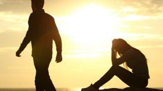 Relationship Tips: सोशल मीडिया पर अगर आपका पार्टनर भी करता है ये हरकतें तो हो जाएं सावधान, टूट सकता है आपका रिश्ता