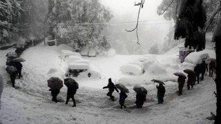 कश्मीर: दर्द में थी प्रेग्नेंट शमीमा,सेना के 100 जवानोंने बर्फ में 6 घंटे चलकर पहुंचाया अस्पताल