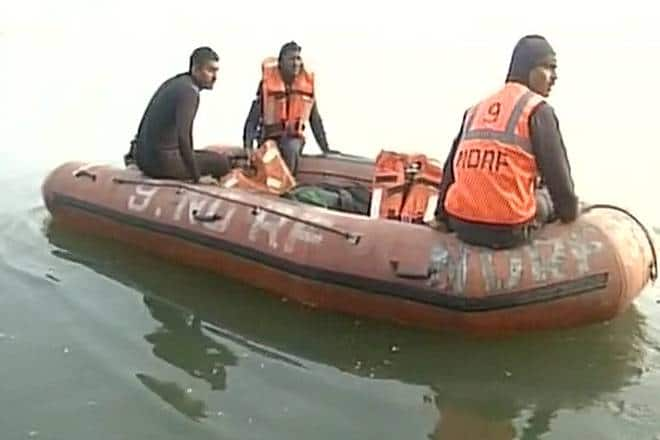 One dead, 7 missing after boat capsizes
